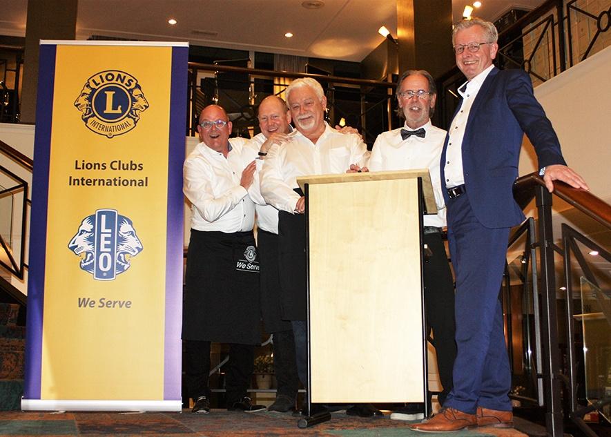 Jaarlijks organiseert de Lionsclub Land van Cuijk en Overmaze een benefiet wijnavond.